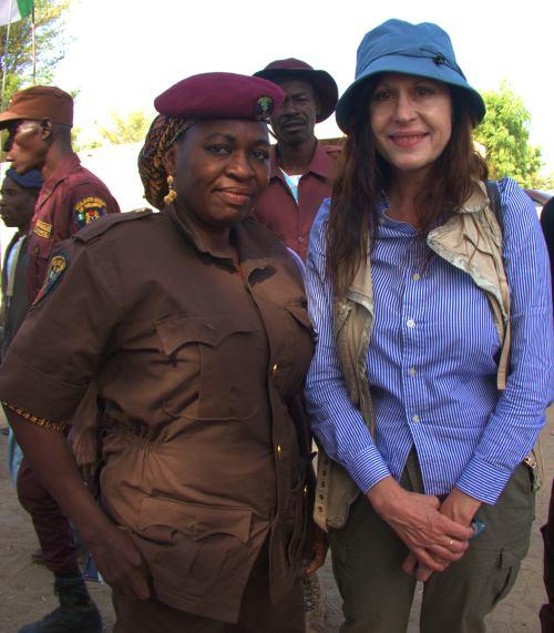 Con las mujeres paramilitares de Maiduguri