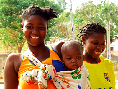 Madres con sus bebes en Pemba 1