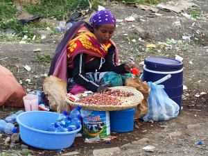 Una vendedora en las calles de Addis