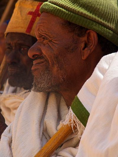 Dos hombre en una celebración de Lalibela