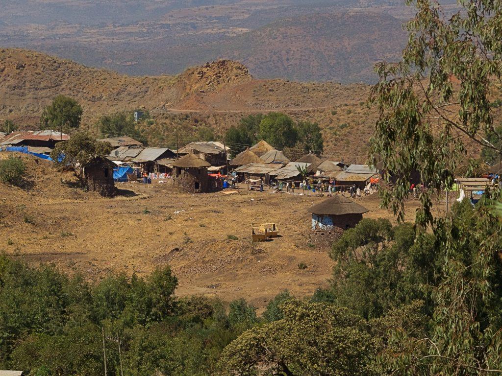 Atravesando los poblados camino de Lalibela