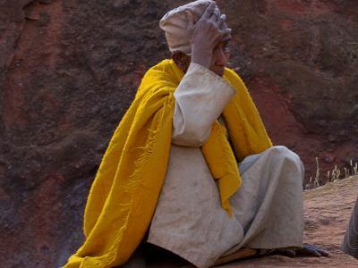 Una anciana en un camino de LaLibela