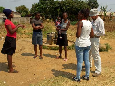 Tres mujeres en el pozo clausurado en Harare