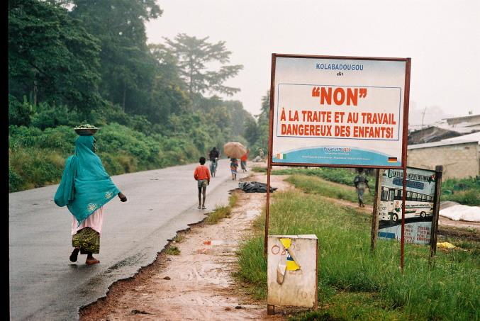 Cártel no al tráfico de niños