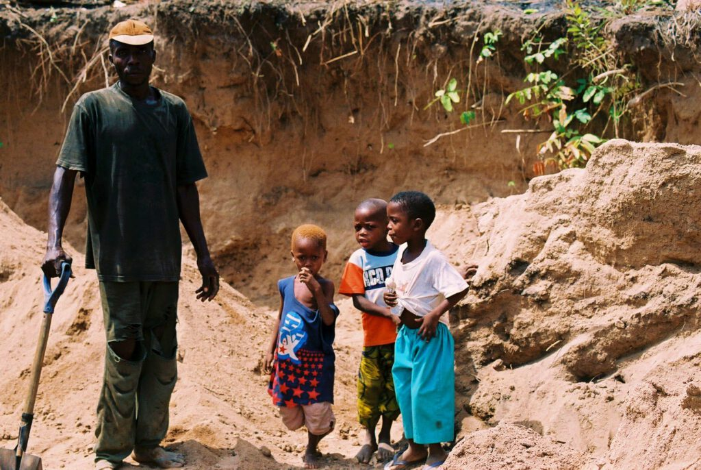 Niños trabajadores en las canteras de Abeokuta Nigeria