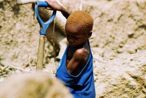 Un niño explotado en las cantera de Abeokuta Nigeria