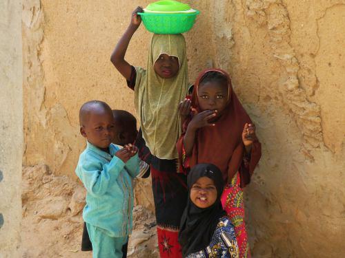 Unas niñas musulmanas en un barrio de Maiduguri