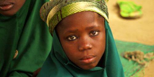 Una niña en la isla de Kofia en el Lago Chad