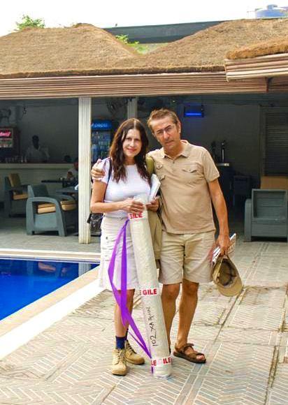 Con el cuadro de Dudu en The Blowfish de Lagos