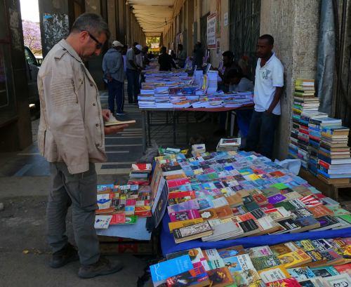 Vendedores por las calles de Adis Abeba